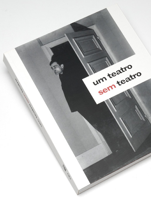 Capa do catálogo / Cover of the catalogue Um Teatro sem Teatro