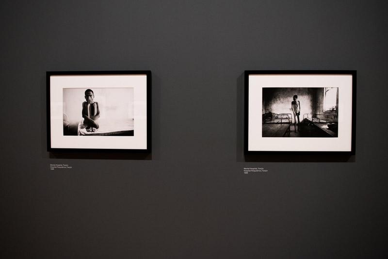 Vista da exposição / View of the exhibition. Lu Nan. Trilogia, Fotografias  / Trilogy, Photographs [1989-2004].  Museu Coleção Berardo, Lisboa.  Foto/Photo: Rita Carmo