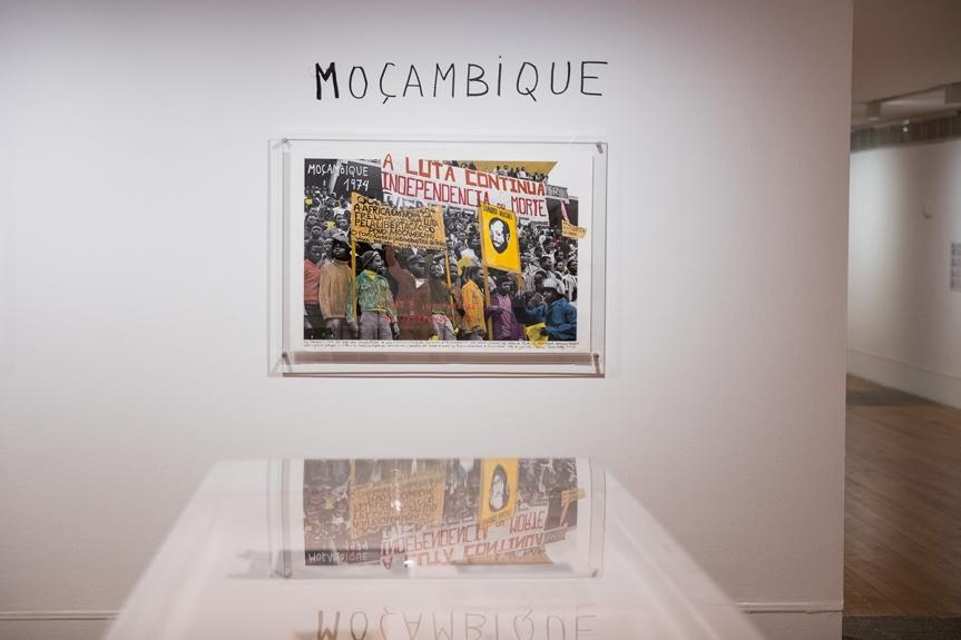"""""""1968: O Fogo da Ideias / The Fire of Ideas"""", Marcelo Brodsky - vista da exposição / view of the exhibiton"""